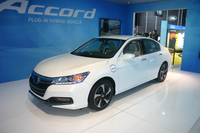 Honda-Accord-Plug-In-Hybrid-salon-de-lauto-de-Detroit-2013-4