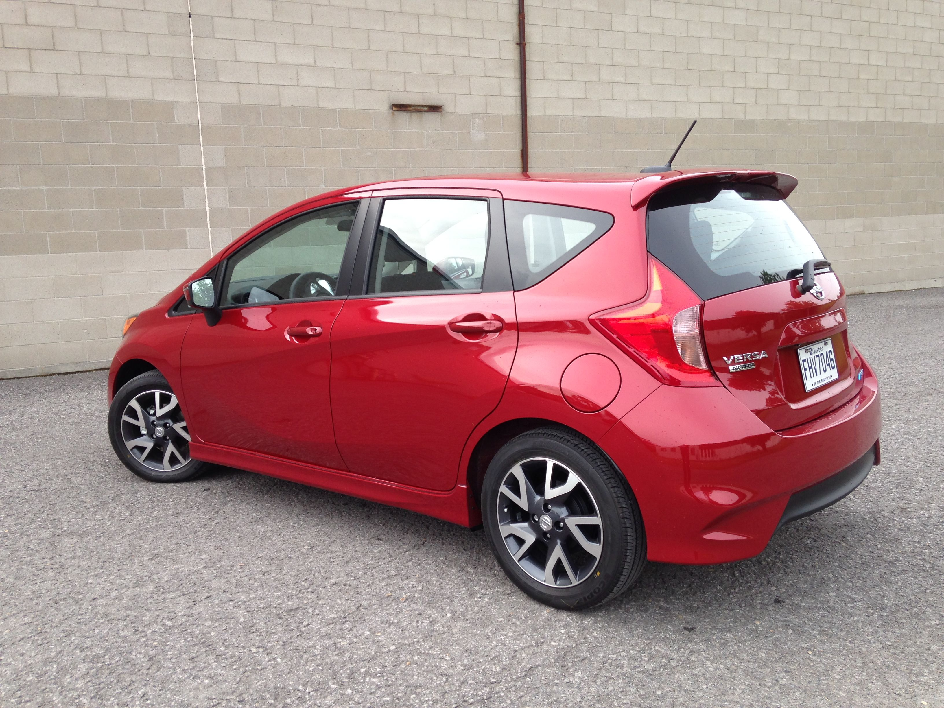 2015 nissan versa note sr review ecolodriver. Black Bedroom Furniture Sets. Home Design Ideas