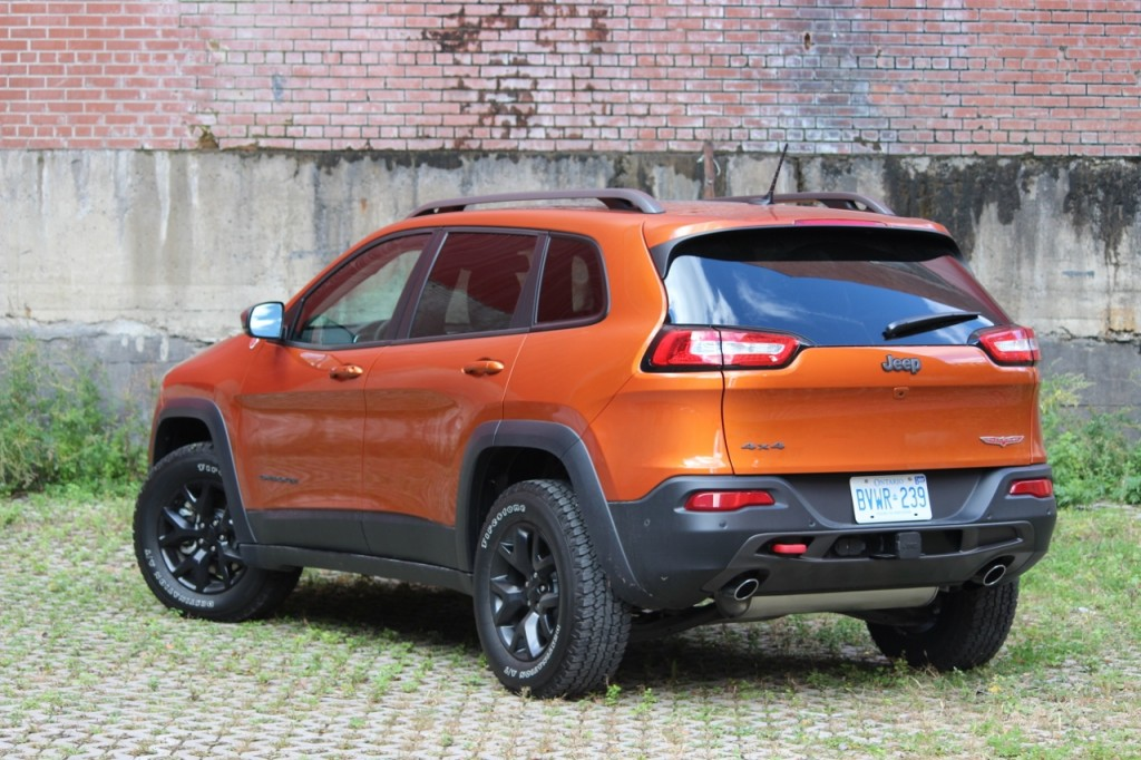 review 2015 jeep cherokee trailhawk ecolodriver. Black Bedroom Furniture Sets. Home Design Ideas