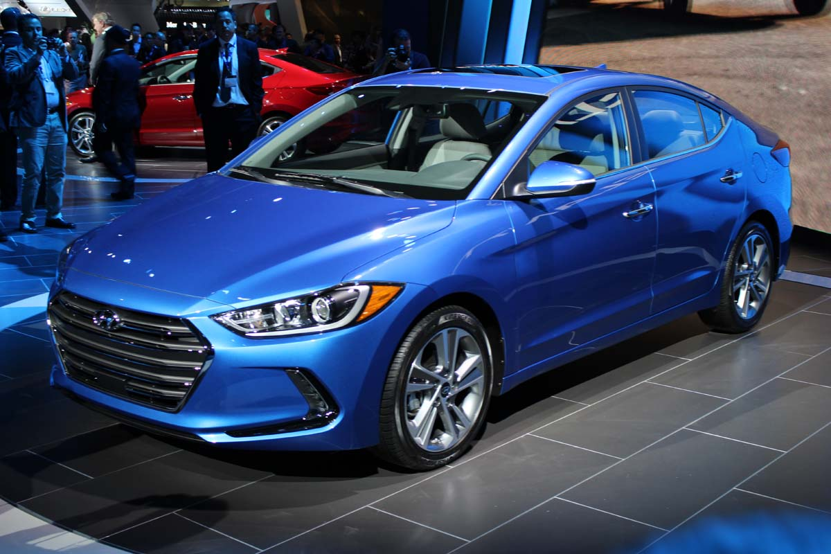 2015 la auto show 2017 hyundai elantra debuts with new. Black Bedroom Furniture Sets. Home Design Ideas