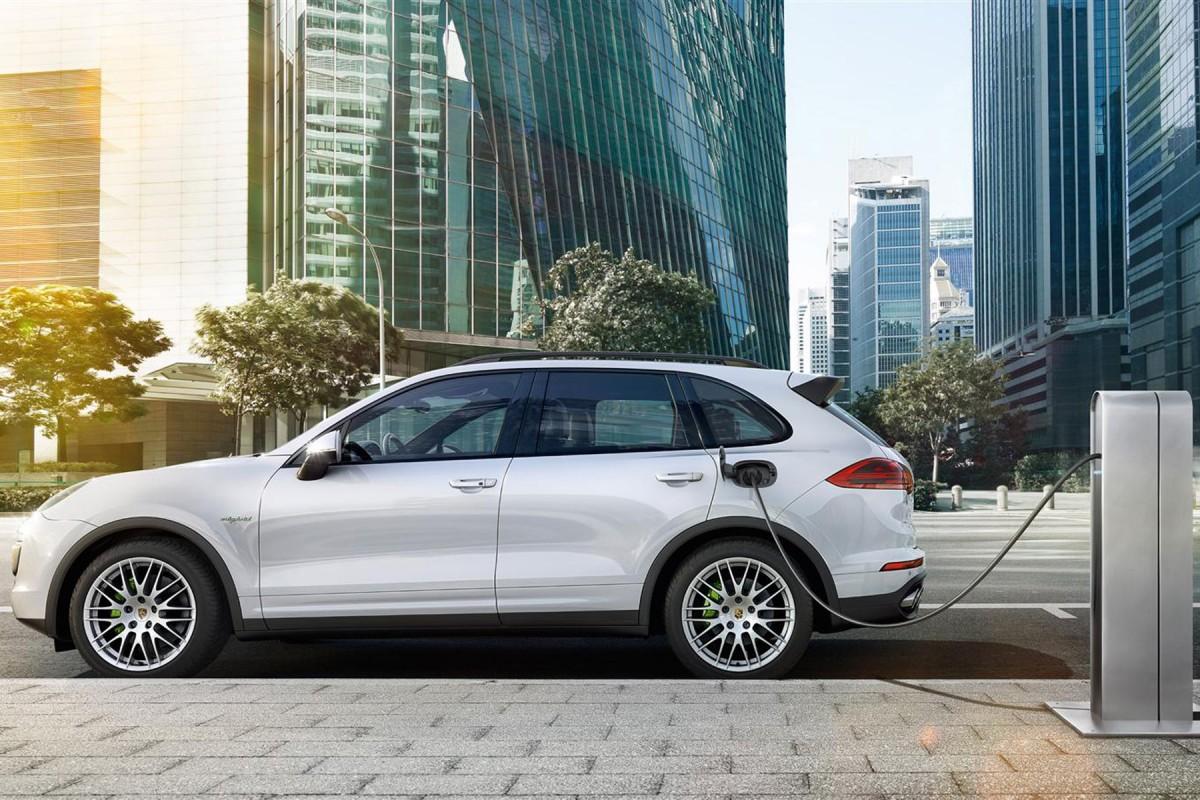 Porsche-Cayenne-S-e-Hybrid-2015-3