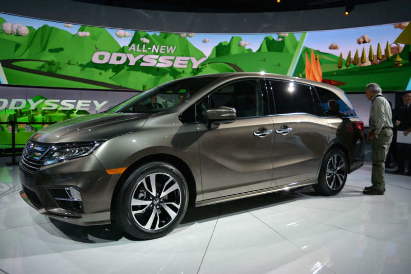 glance, the 2018 Odyssey shares very little with the previous van ...