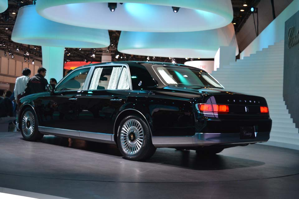 2018 toyota century. plain century this vehicle is quite large at nearly 5 meters in length 2 width  and with a wheelbase just shy of 35 meters 2018 toyota century  in toyota century