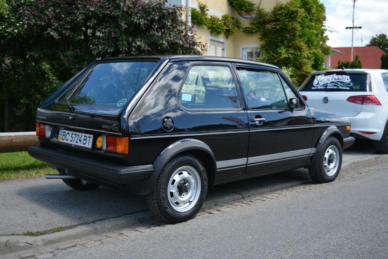 Volkswagen Golf GTI black